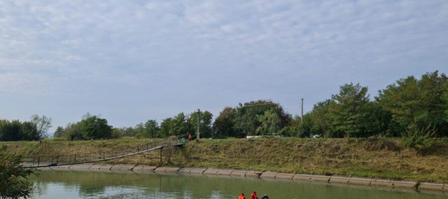 O persoană s-a aruncat într-un canal al râulului Bistrița în localitatea Mănoaia