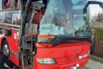 Un TIR cu cereale s-a izbit de un autocar cu 26 de persoane