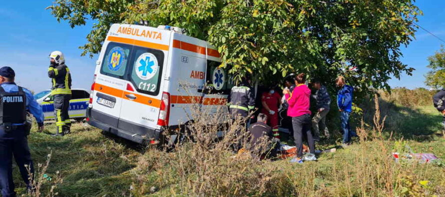 Accident rutier între o autoutilitară și o ambulanță