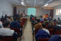 Activități de prevenire efectuate de polițiști în școlile din Roman