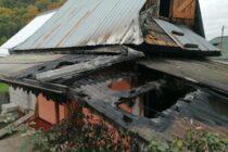 O femeie a turnat benzină peste lemnele din sobă și a luat foc bucătăria