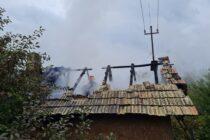Incendiu la locuință din Piatra Neamț provocat de improvizații la instalația electrică