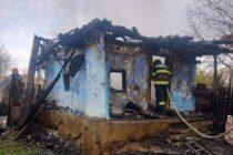 Locuință mistuită de foc în comuna Bozieni